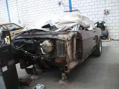 Mustang Restoration 21 800X600