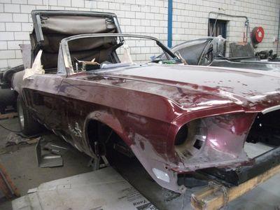 Mustang Restoration 22 800X600